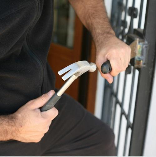 מנעולן מקצועי תיקון דלתות זכוכית